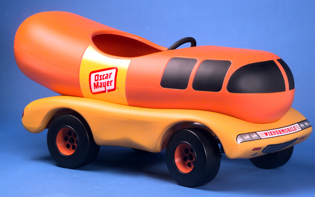 371565019676 besides Oscar Mayer Wienermobile besides D2llbmVybW9iaWxl as well Kit Cat Clock as well 300650200950. on oscar meyer weinermobile toy